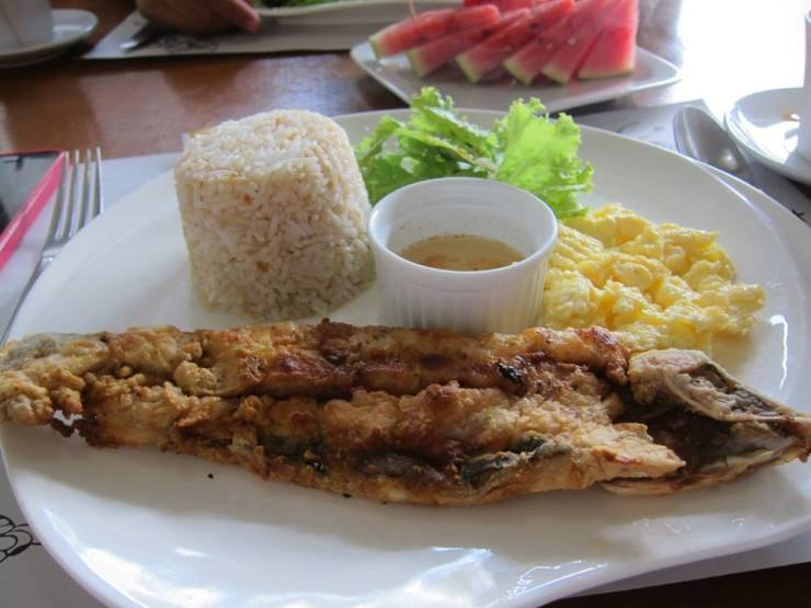 Crispy fried Bangus with spiced vinegar, scrambled eggs and garlic rice - a Filipino classic.